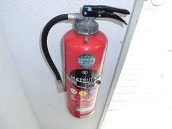 小型加圧式消火器(ハツタ)点検中